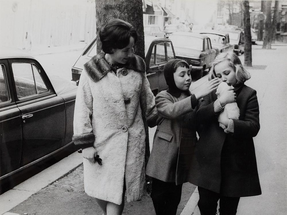 Passers-by by Robert Doisneau